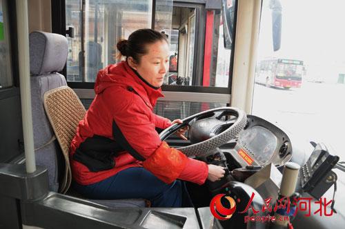 石家庄公交车女司机李雅超:沿途风景充满阳光
