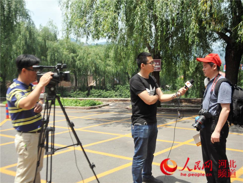 河北电视台记者在前南峪村采访