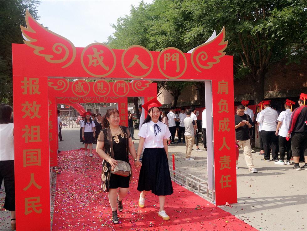 """涿州市第三中学举办""""成长、感恩、理想、责任""""成人礼宣誓仪式"""