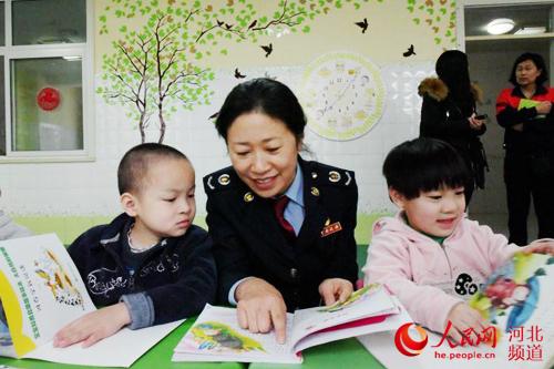 2月28日下午,秦皇岛开发区国税局税蓝蓝青年志愿者来到秦皇岛市