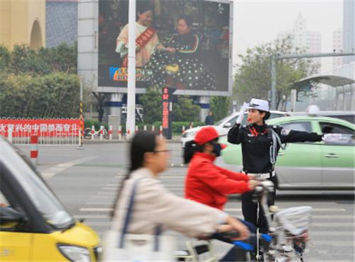 """邯郸交警""""人性化""""举措营造""""贴心""""出行环境"""