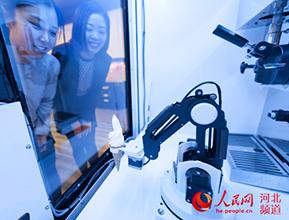 秦皇岛:智能冰淇淋机器人售卖机即将投放市场