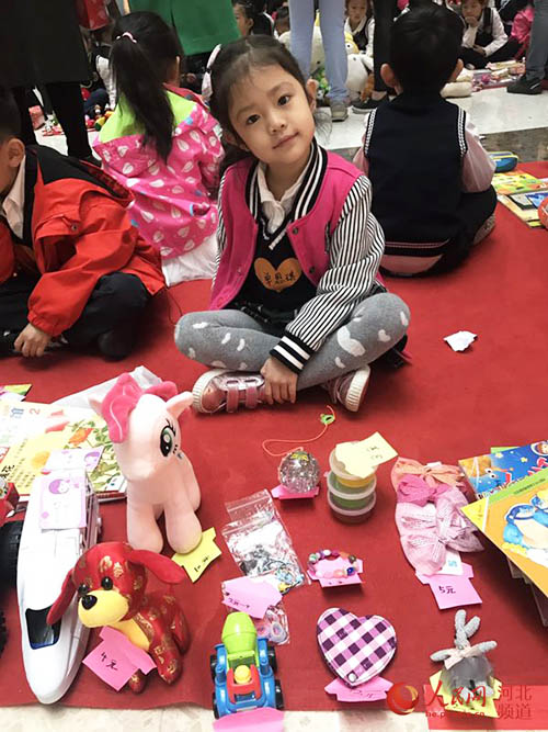 """新天际幼儿园举办""""地球日""""爱心义卖活动"""