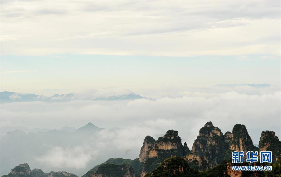 狼牙山位于河北省易县西部的太行山东麓,景区内奇峰林立,风景秀美.