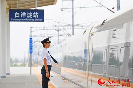 """""""中秋""""假日石家庄站加开15列客车13日将迎出行高峰"""