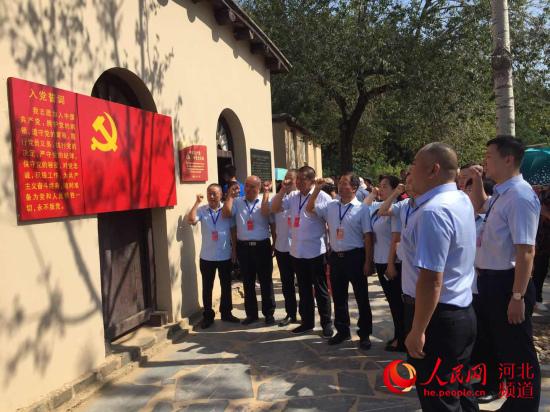 石家庄槐底社区组织党员群众赴西柏坡参观学习