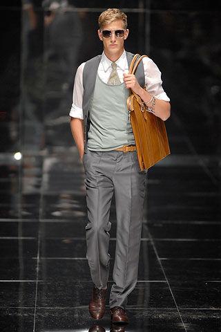男人秋天爱背包